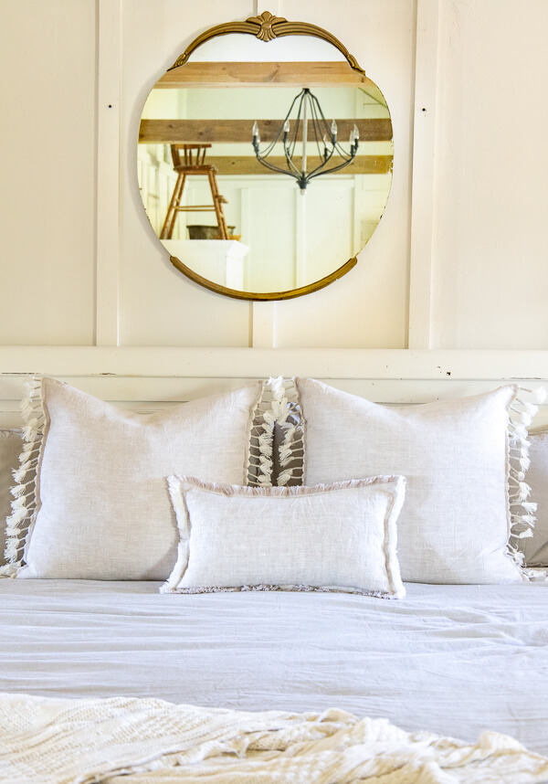 How to bring easy and effortless fall bedroom decor to your space with these easy tips! These are easy tips which makes a big difference!