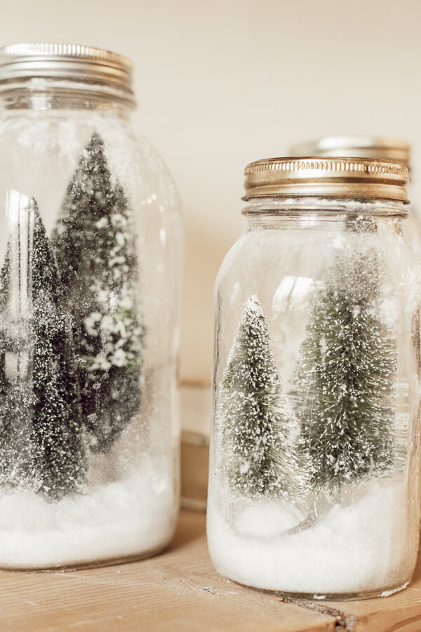 ow to make easy and inexpensive Christmas decor with these cute mason jar Christmas scenes. Who doesn't love mason jar crafts for Christmas?