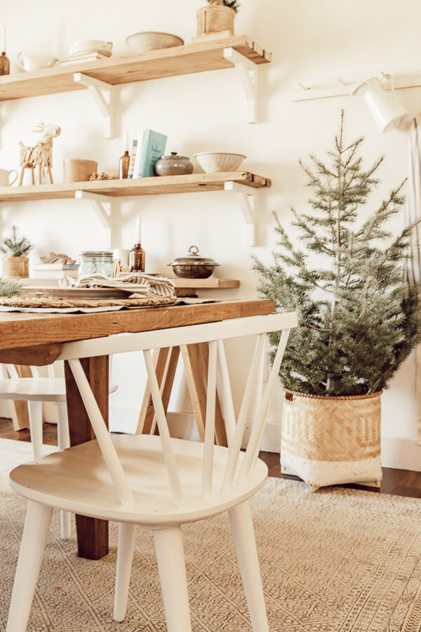 Oodles of cozy Christmas decor ideas including cozy dining room decor, Scandinavian inspired Christmas ideas and so much more!