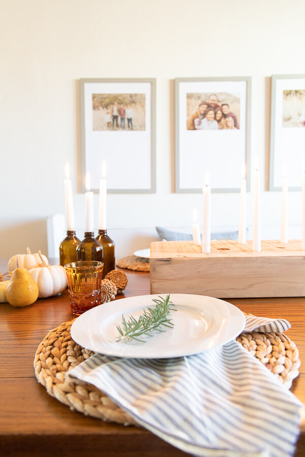 Cozy and intimate Thanksgiving table decor. Create a Thanksgiving tablescape that will be inviting, cozy, and be a place where your guests will love to be.