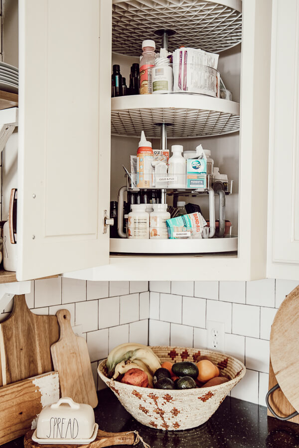 Get your medicine cabinet cleaned up this year with these simple medicine cabinet organization ideas and tips! Even better if you are using a lazy susan!