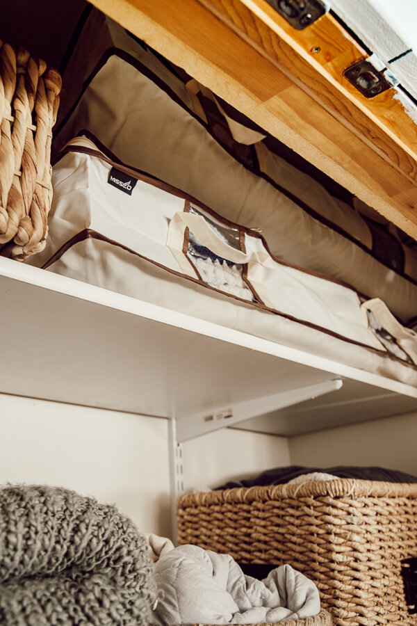 The before and after of linen closet organization. This is an amazing transformation. From messy and disorganized to clean and orderly!