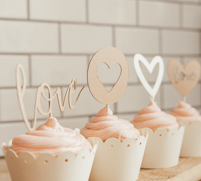 Super adorable Valentines cupcake ideas to make your family swoon!  Fun DIY homemade cupcake toppers using a Cricut, as well as make your own cupcake wrappers!