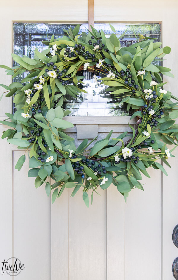 How to update a Eucalyptus wreath and use it for summer, plus so many great summer wreath ideas to choose from! This is all you need to have for the summer!