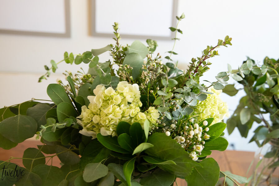 Gorgeous grocery store flower arrangement ideas that will have you running to the store to grab some flowers and brighten your day!