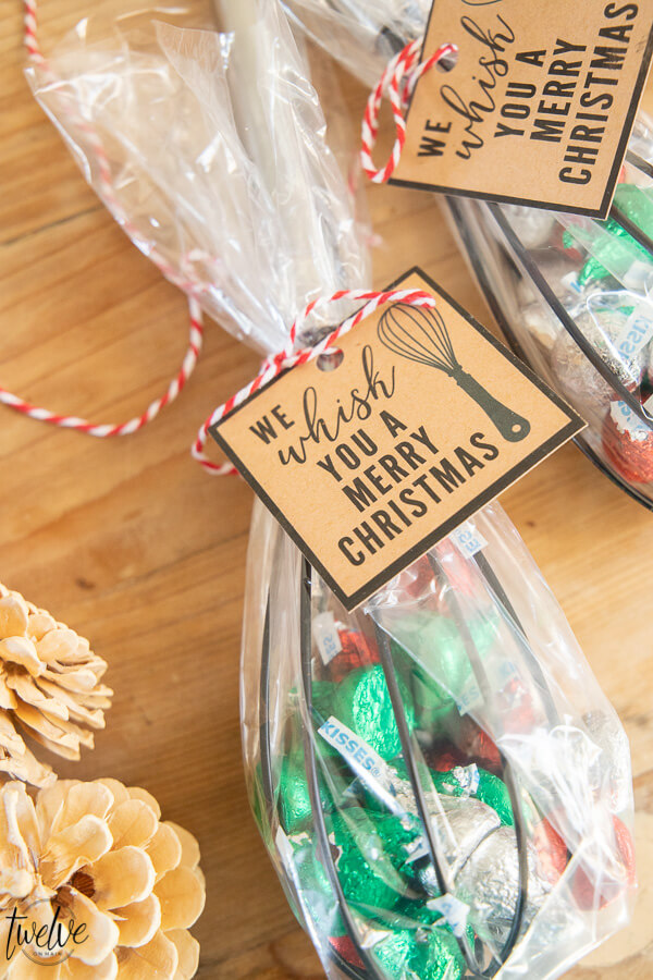 Looking for simple and adorable neighbor Christmas gift ideas? Check these out right here. So many great ideas, and inexpensive too!