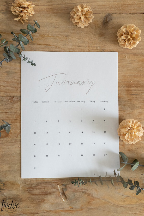 Simple and stylish 2021 printable calendar options that will look great in your home, help you stay organized and up to date throughout the year!