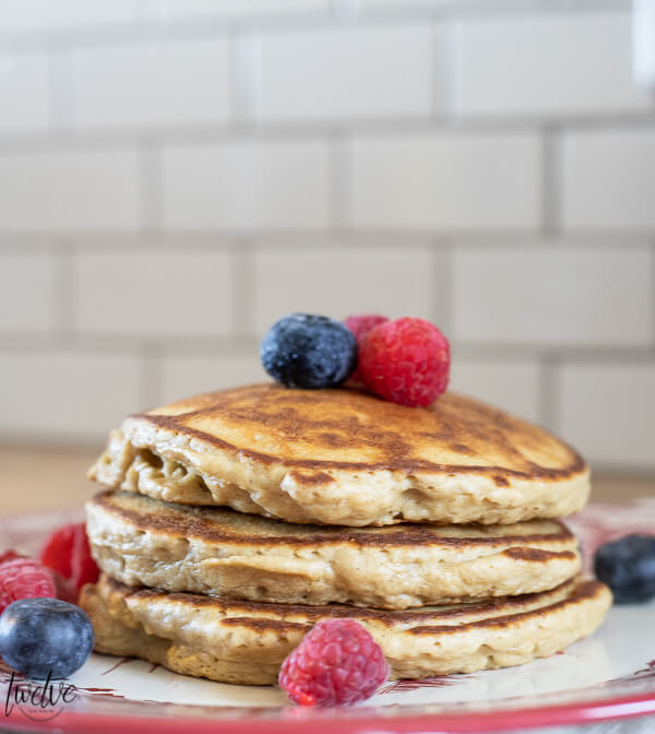 These oatmeal banana pancakes are so light and fluffy. They are low FODMAP, gluten free, and dairy free! They taste amazing as well!  Low FODMAP pancakes are as easy way to keep your diet in check while eating something that is so tasty too!