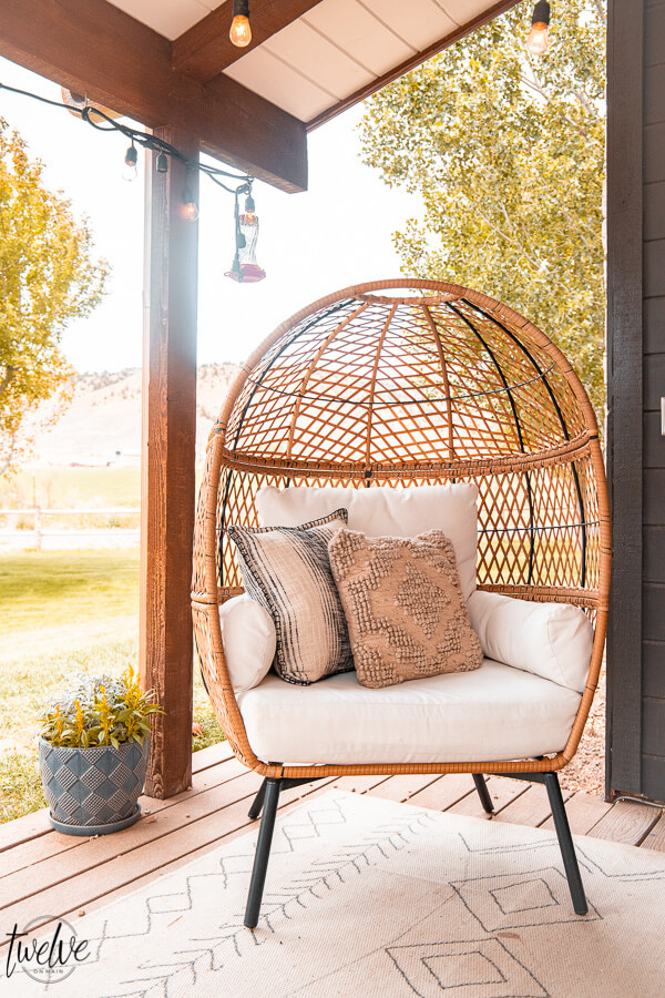 Get this gorgeous egg chair from Walmart as well as the pillows and the rug! Affordable and stylish outdoor furniture ideas, tips and more! I am sharing great backyard patio ideas on the blog and sharing my source for amazing products for less.