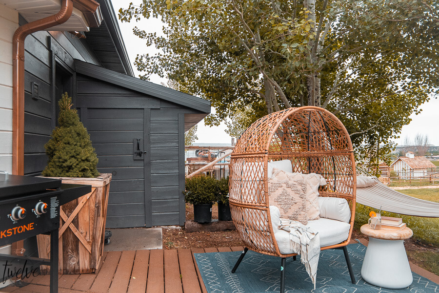 Get this gorgeous egg chair from Walmart as well as the pillows and the rug! Affordable and stylish outdoor furniture ideas, tips and more! I am sharing great backyard patio ideas on the blog and sharing my source for amazing products for less. I got this egg chair, pillows, rug and more at Walmart!