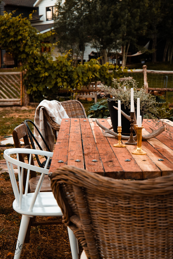 24 outdoor dining and entertaining tips for your backyard. Create a space perfect for your outdoor dining and entertaining needs.